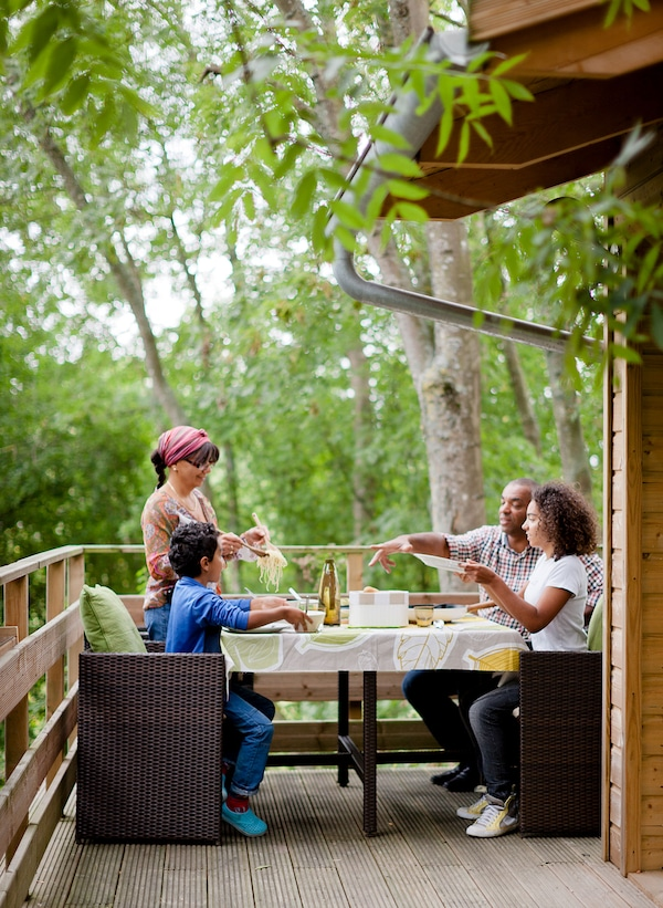 Get the whole family involved in outdoor eating