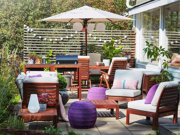 gezellig aangekleed terras met applaro meubelen en otteron/innerskar poef
