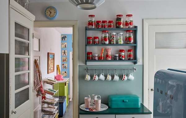 Give an old kitchen small updates.