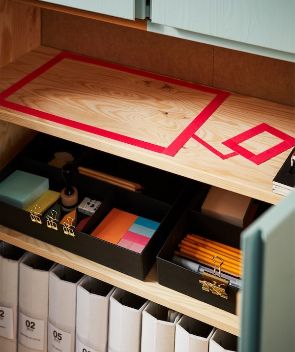 Give office supply a place of their own with stylish black FULLFÖLJA inserts for boxes.