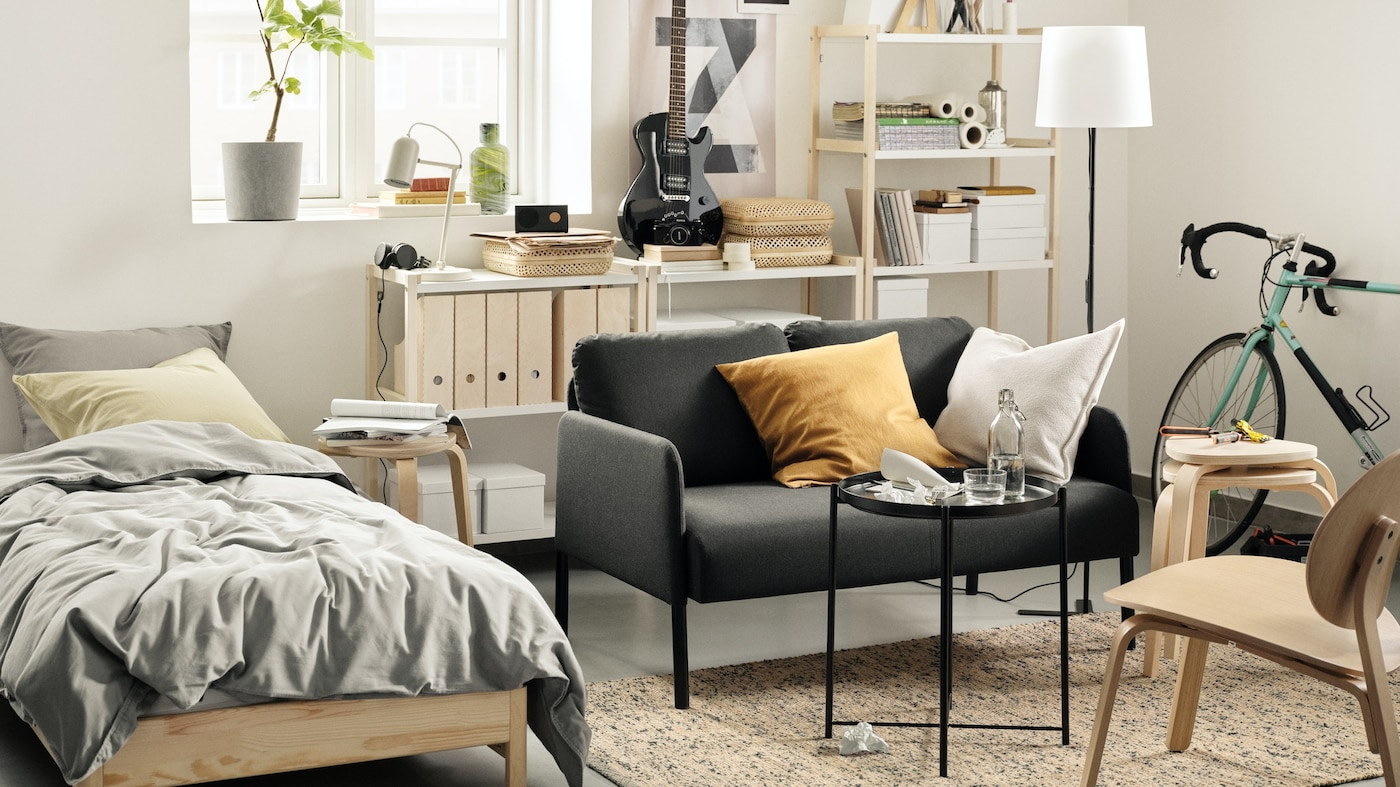 GLOSTAD sofa is easy to buy, bring home, assemble and live with. So you can enjoy more time and space to hang out with friends and family and do other important things.