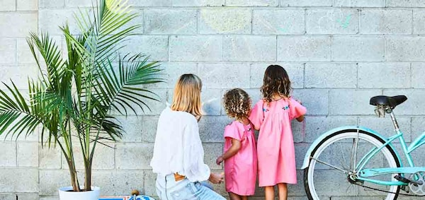 go-outside-for-messy-craft-projects-and-creative-play-with-kids