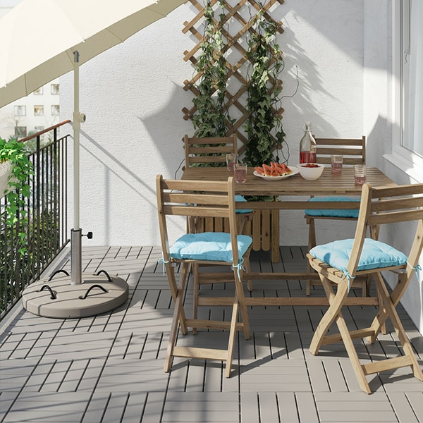 Grey RUNNEN easy click floor decking with ASKHOLMEN trellis and outdoor dining set