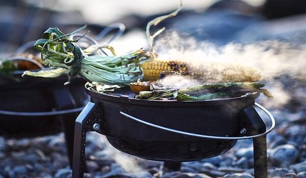 Grillieren mit Holzkohlegrill