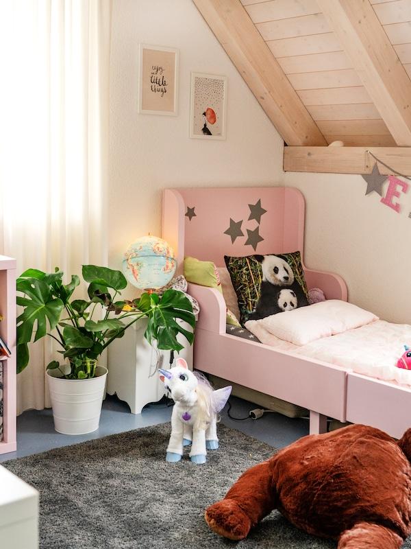 Grössenverstellbare IKEA Kinderbetten sind ideal für jedes Kinderzimmer.