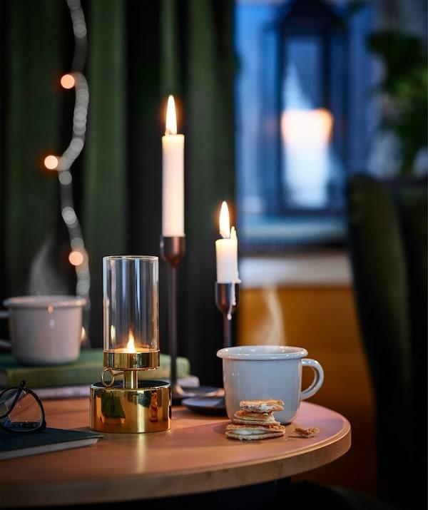 Hecha de acero esmaltado y duradero, la taza IKEA EGENDOM funciona bien tanto en casa como en el trabajo y para picnics.