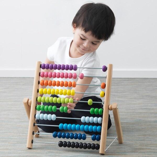 Helmitaulun avulla voi harjoitella sekä matematiikkaa että värejä.
