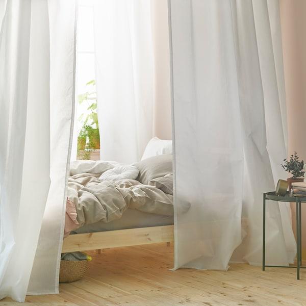 Hogyan szerelj baldachint az ágyad fölé VIDGA függönysínek és függöny használatával.