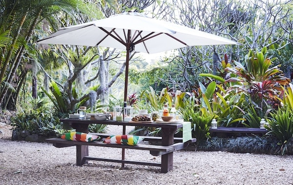 Home visit: host a colourful outdoor feast