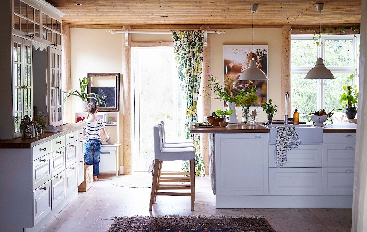 How to capture traditional country style in your home.