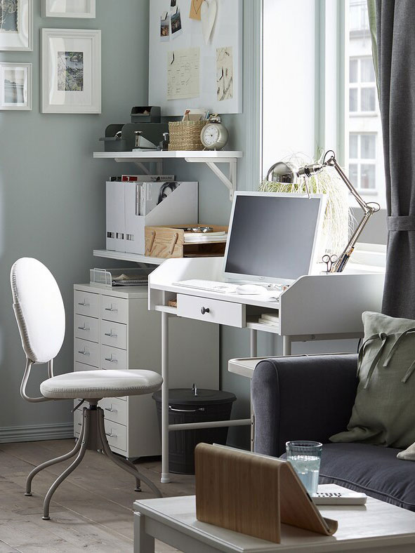 How to create a home office in your living room.