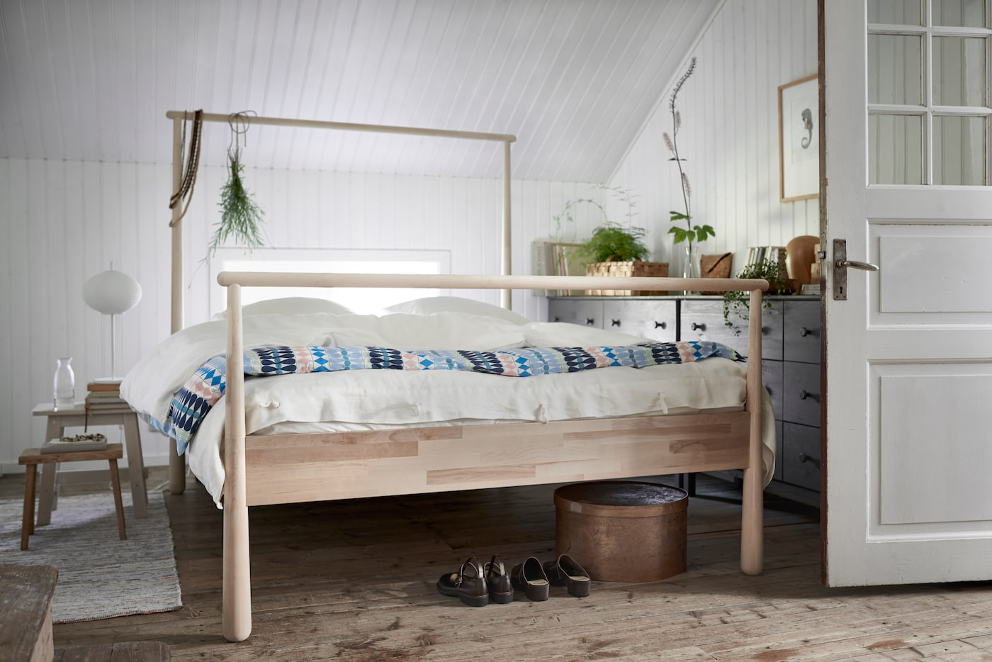 How to decorate a room with a bed as the main protagonist