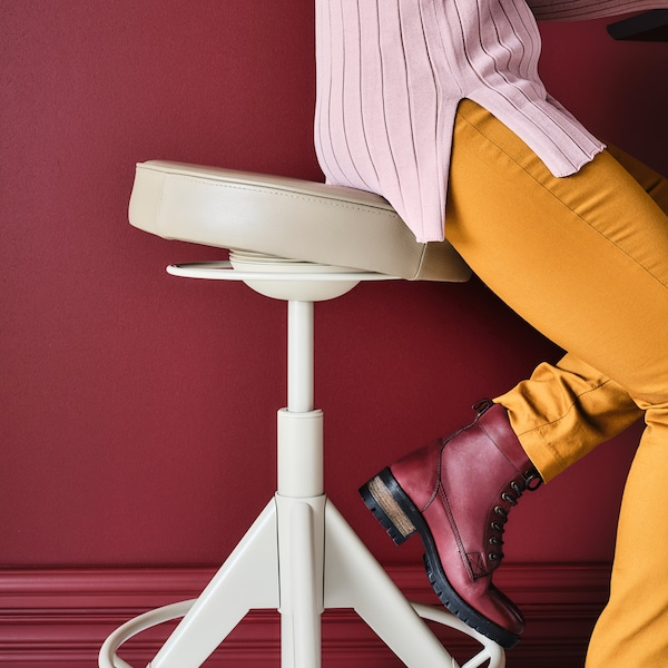 How to set up an ergonomic work space.