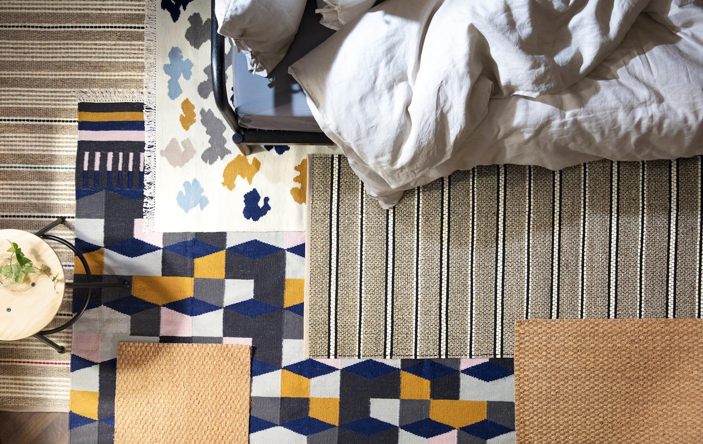 I tappeti scelti all'interno dell'assortimento IKEA, come TÅRBÄK in lana multicolore, attutiscono i rumori e fanno della camera da letto un ambiente accogliente.