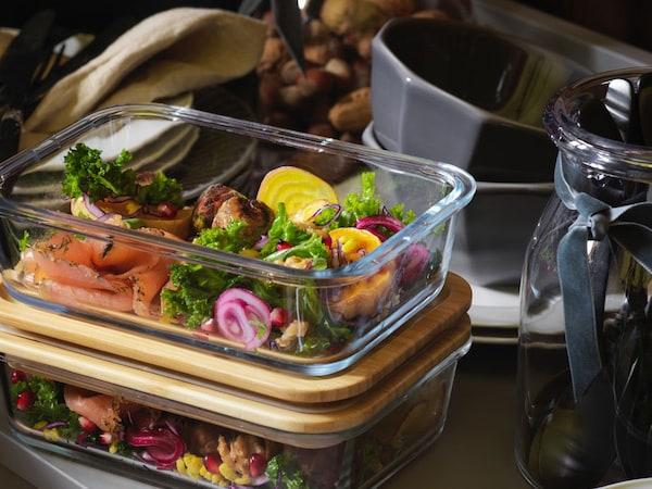 음식이 담겨져 있는 IKEA 365+ 식품보관용기