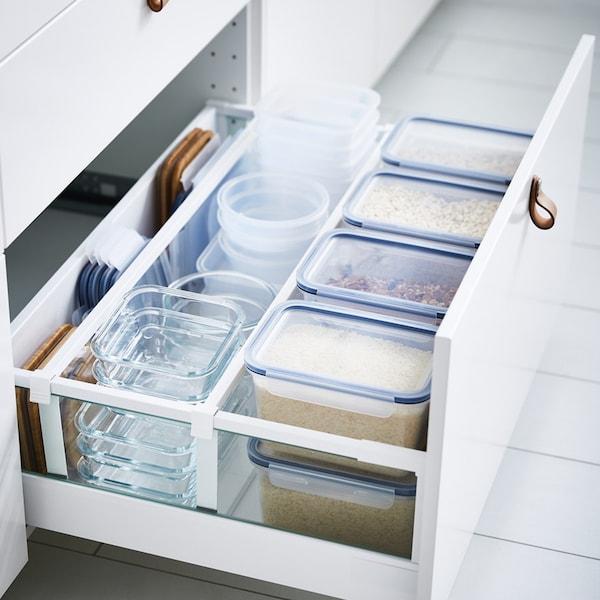 IKEA 365+ Vorratsbehälter aus Kunststoff in der Schublade, und dahinter leere Vorratsdosen