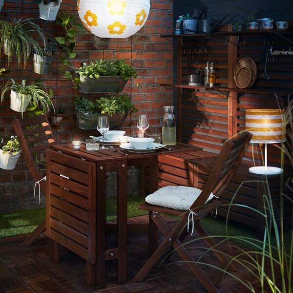 IKEA ÄPPLARÖ sötét fa pad asztal és ülések.