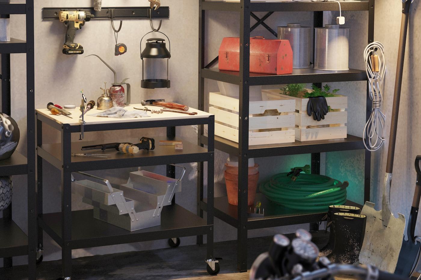 IKEA BROR rullvag och hylla i garage,