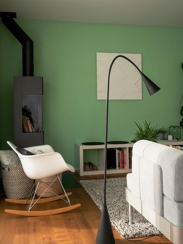 IKEA DELAKTIG Lampe im Wohnzimmer.