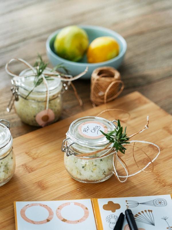 IKEA DIY Tipp: Peeling aus Zitronen, Rosmarin und Salz von Bloggerin Verena Frei.