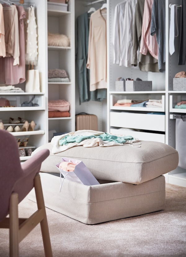 IKEA GRÖNLID beige seat storage module with a shopping back popping out of the cushioned compartment.