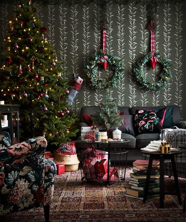 IKEA GUALÖV stol s odlaganjem je ujedno poslužavnik za grickalice i košara za lagane deke.