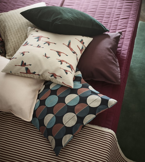 IKEA has a variety of pink and green decor for your living room like rugs, sofas, vases and cushions. Mix solid-coloured textiles with a patterned cushion cover like MAJBRITT that has flying birds on one side and a geometric design on the other.