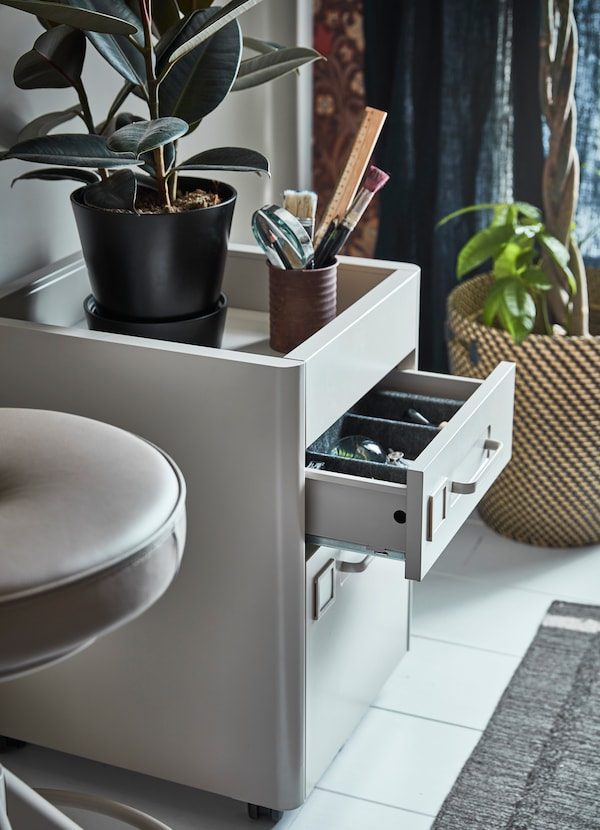 IKEA IDÅSEN beige storage drawer unit comes on castors to wheel around the office for a flexible workspace. The top has a deep open storage surface with edges to prevent items from sliding off.