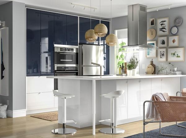 IKEA JÄRSTA black blue front kitchen doors in a white high gloss kitchen.