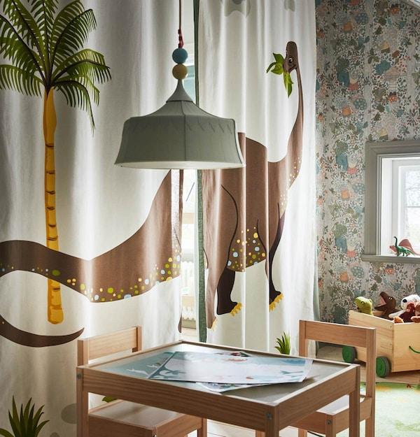 IKEA Kinderzimmer: Dinovorhang für ein perfektes Kinderzimmer, wenn der Raum getrennt werden soll