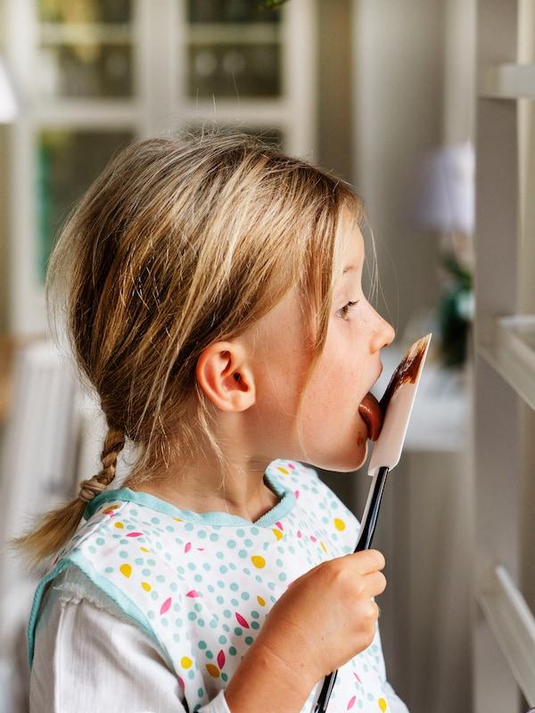 IKEA Kochschürzen für Kinder sind perfekt fürs Kochen und Backen mit Kindern.