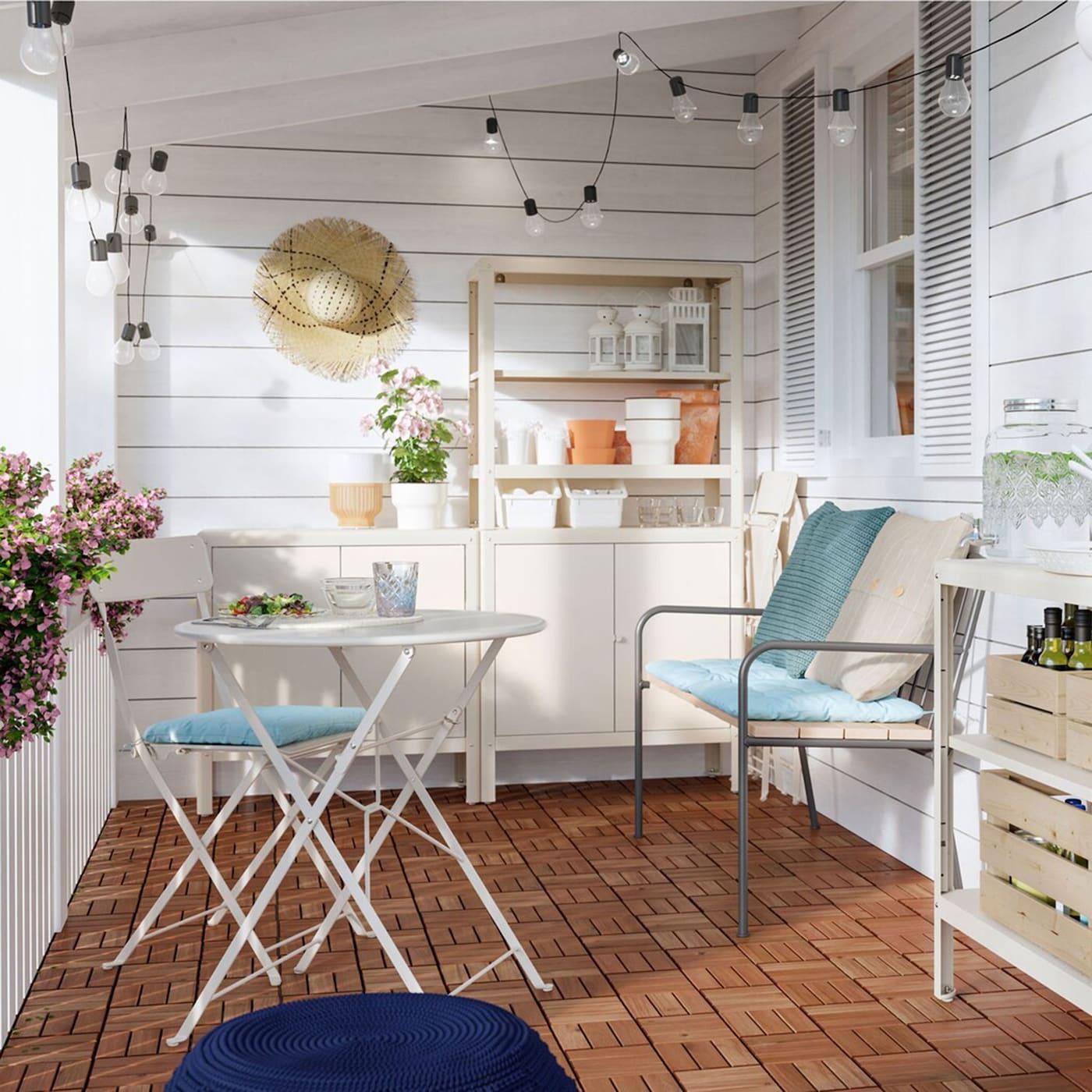 IKEA KOLBJÖRN Regal für drinnen und draussen kann quasi überall genutzt werden. Die Elemente mit zwei Böden lassen sich stapeln und so zu einer grösseren Kombination zusammenstellen.