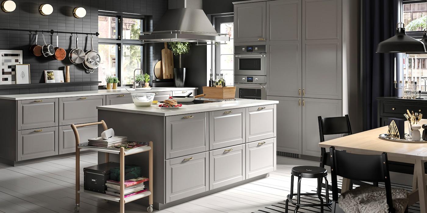 Attraktiv IKEA Küche Mit Grauen Fronten Im Klasschischen Stil