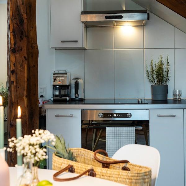 IKEA Küche unter Dachschräge.