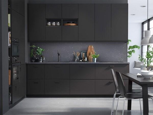 IKEA KUNGSBACKA -keittiöovet ovat tyylikkäitä, laadukkaita, toimivia, edullisia ja kestävän kehityksen mukaisia.