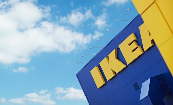 IKEA logo på et IKEA bygg.