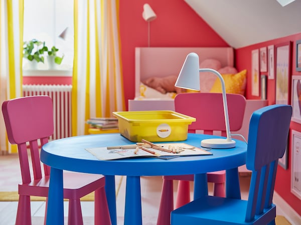 IKEA MAMMUT bright blue plastic table and chairs with one pink chair.