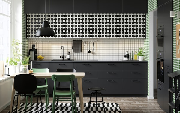 IKEA METOD kitchen series with YTTERBYN black and white dotted kitchen cabinet door fronts.