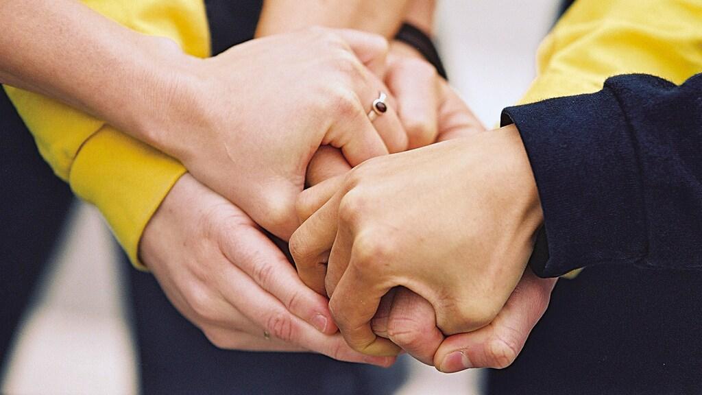 IKEA Mitarbeiter halten zusammen
