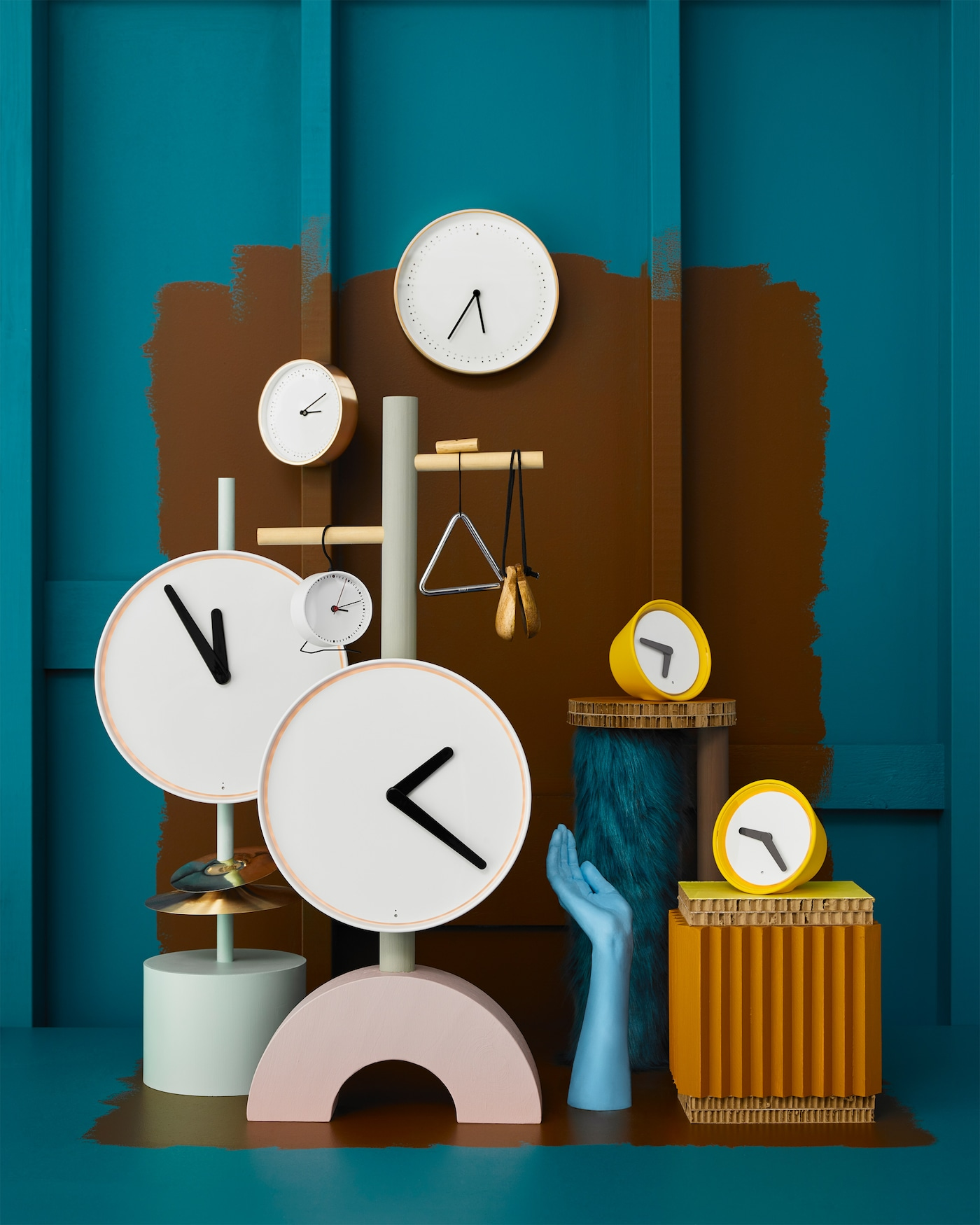 IKEA PANORERA and STOLPA clocks have a classic look on the outside, but new, silent and tick-tock-free technology inside.