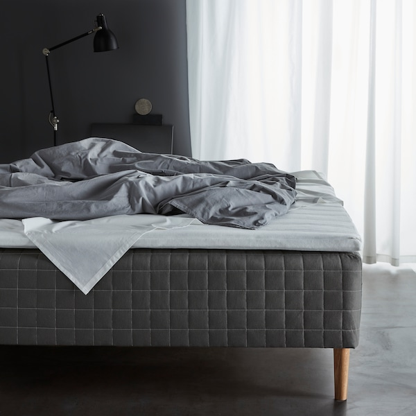 IKEA SKOTTERUD resårbottensäng med BRYNILEN ben.