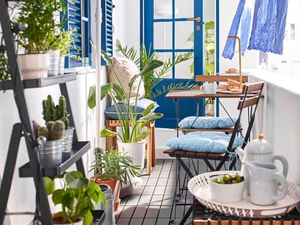 Un Balcón Pequeño Estrecho Y Privado Ikea