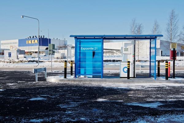 IKEA-tavaratalojen yhteyteen avautuu jälleen uusia kaasutankkausasemia. Tankkausasemilta voi tankata IKEA-ravintoloiden ruokahävikistä jalostettua biokaasua.