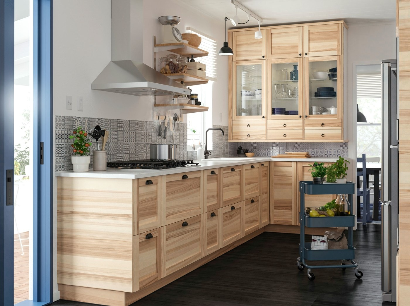 Create The Relaxing Feel That Nature Gives In Your Kitchen