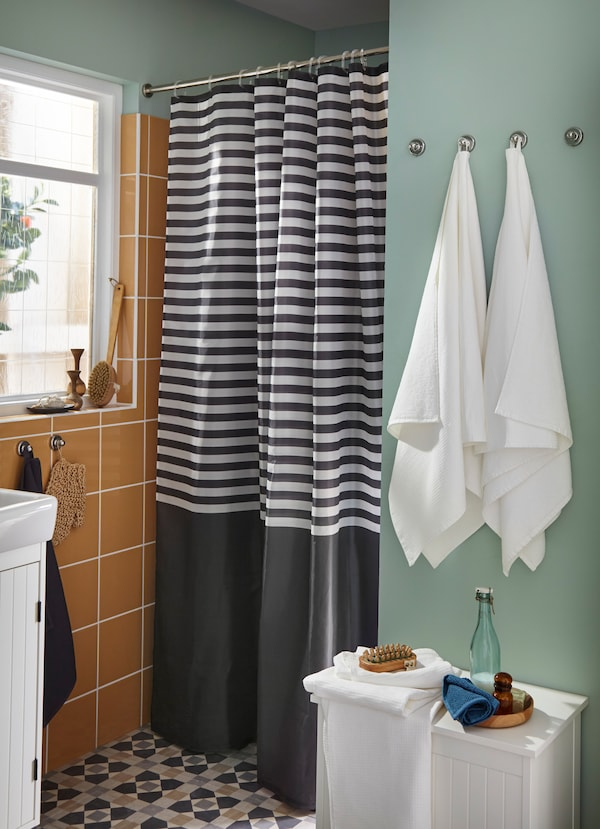 IKEA VADSJÖN dark grey striped shower curtain turns into a solid dark grey colour at the bottom. Its densely woven polyester fabric is water-repellent.