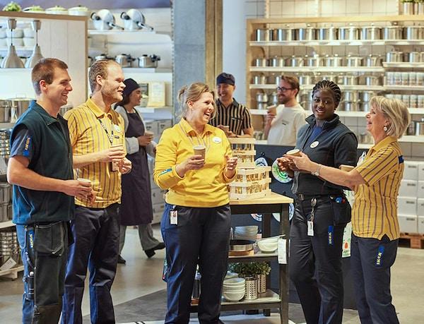IKEA weitet die gendergerechte Sprache immer weiter auf seinen Kommunikationskanälen aus und möchte damit ein Zeichen nach außen setzen.