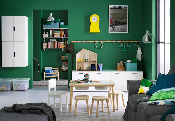 IKEA wooninspiratie - speelgoed opbergen - FLISAT kindertafel - FLISAT kinderkruk