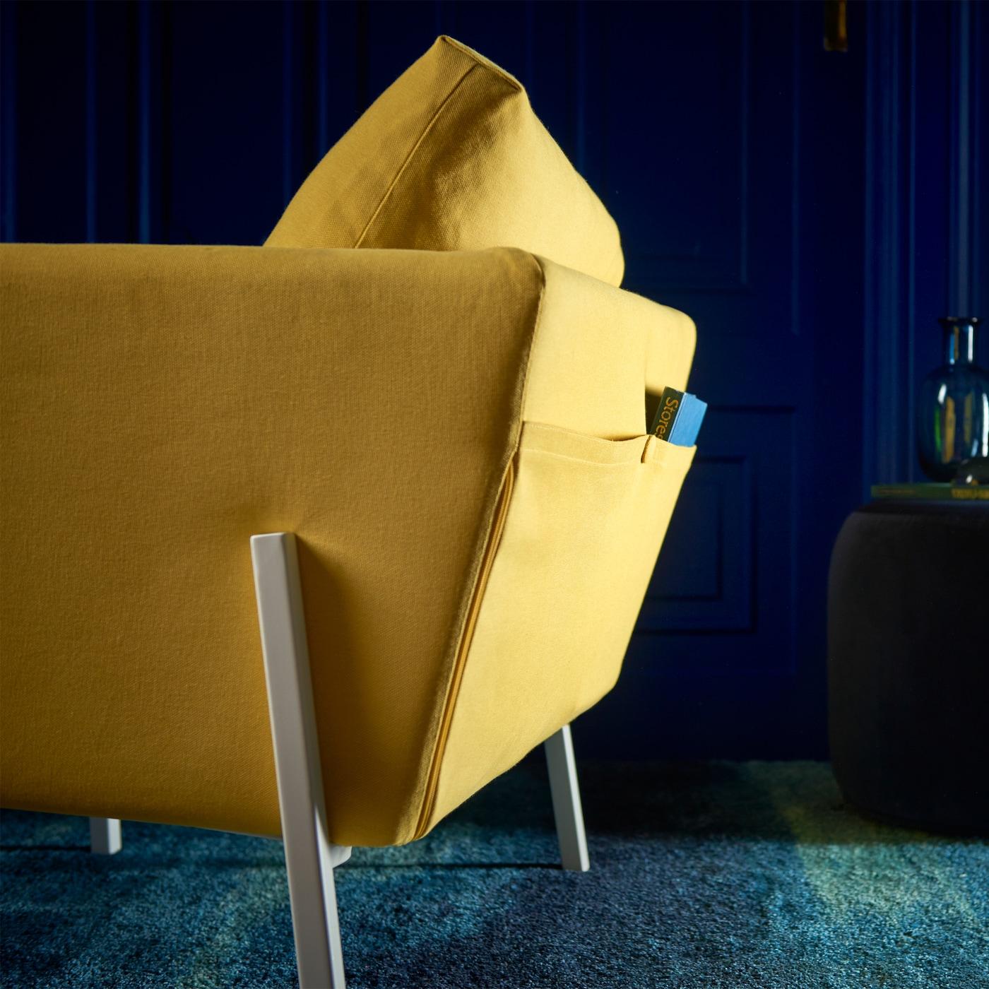 In IKEA KOARP Sessel Mit Bezug U201eOrrstau201c Goldgelb/weiß Lässt Es Sich  Wunderbar