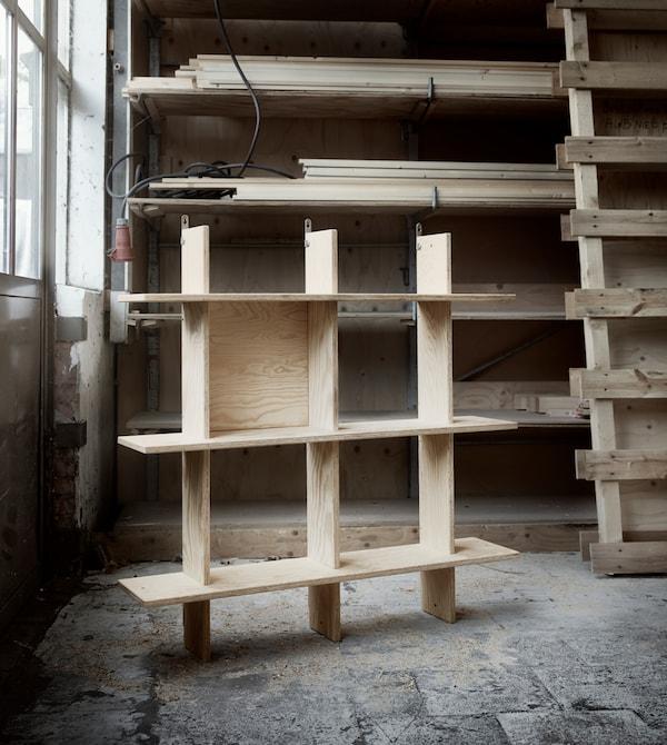 INDUSTRIELL Regal in einer Werkstatt