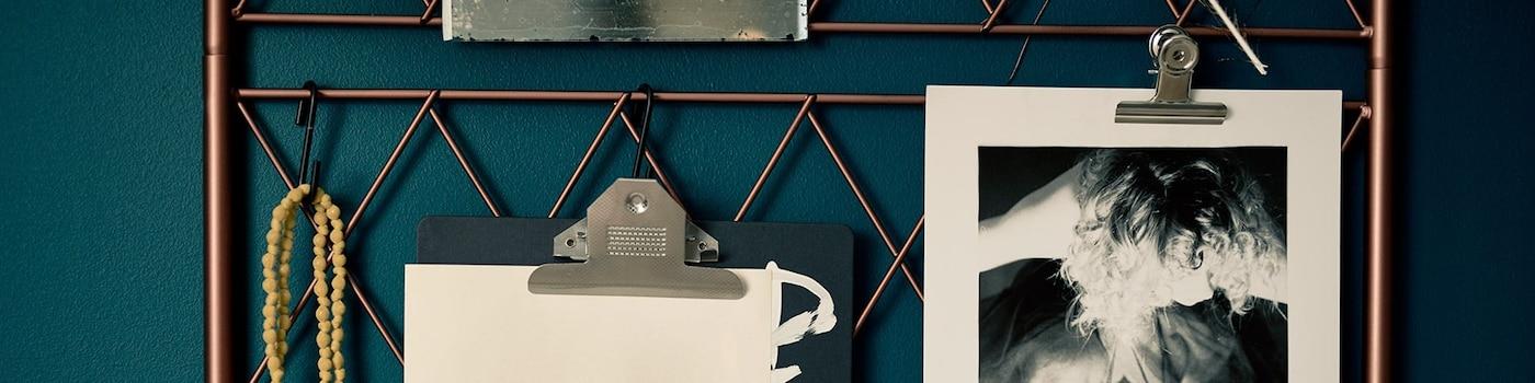 inspiratiemuur blauw poster koperen rek klembord ikea